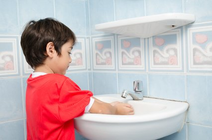 Wichtigste Hygiene-Regel für Kinder im Urlaub: Hände waschen! © wckiw - Fotolia.com