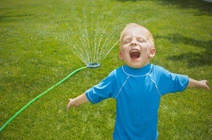 Herrlich erfrischend bei großer Hitze - und Spaß macht es auch noch © Brocreative - Fotolia.com