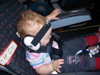 CARES-Gurt und dazu Ohrstöpsel unter Gehörschutz
