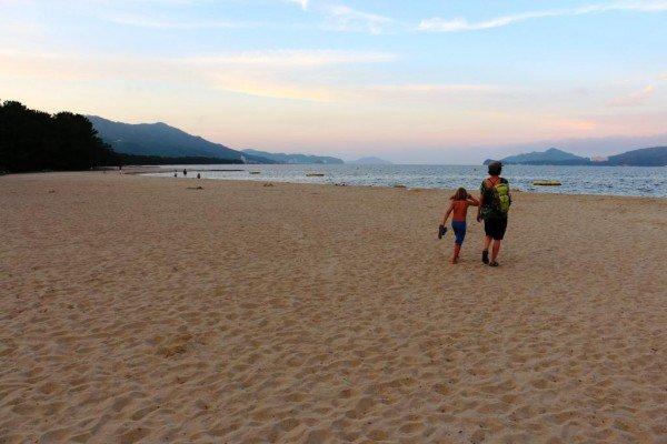 Am abendlichen Strand von Amanohashidate © Weltwunderer