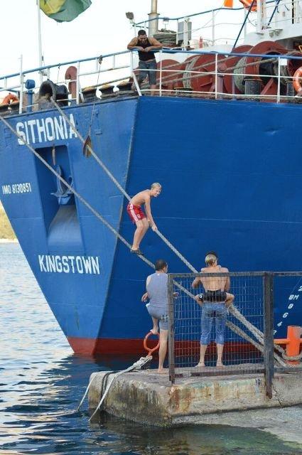 Sport und Spaß am Hafen von Amfilochia