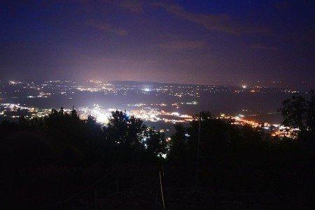 Nachtblick auf Medjugorje vom Kreuzwegsberg © travelfamily.de