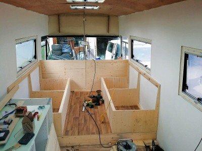 Ein Familien-Reisebus erfordert umfangreiche Umbaumaßnahmen