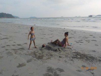 Strand und Meer sind mit Babybauch doch das Beste © Nicole Lazrak