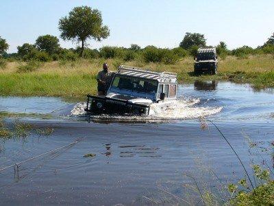 Im Okavango-Delta kann es auch mal nass werden