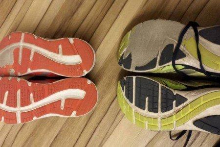 Der Bremsfuß ist beim Longboarden enorm wichtig - wie man am Schuh sieht