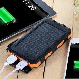 Eine Powerbank hält Smartphones auch unterwegs am Leben © Amazon