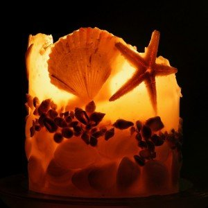 Wunderschön in der Herbst- und Winterzeit: eine Kerze mit Urlaubsduft © Pixabay
