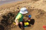 Nick voll beschäftigt am Strand © melaniesandra