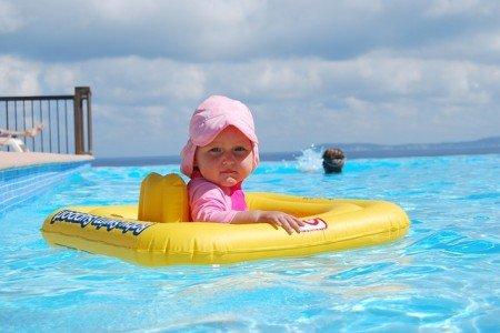 Nackt im Pool? Bloß nicht © Pixabay