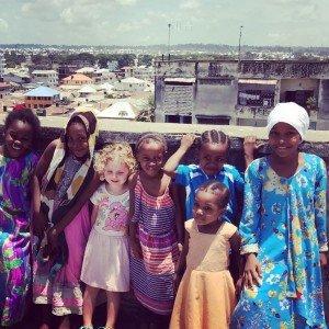 Als Blondschopf ist man in Tansania etwas Besonderes © Anne Lemcke/Ankerkraut GmbH