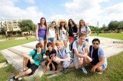 Junge Sprachschüler auf einem Ausflug in Malta