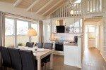 Essbereich mit Küche im Luxus-Wellnesshaus © Ferienhof Bendfeldt