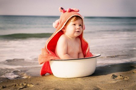 Urlaub mit Baby, was muss da (nicht) unbedingt mit? © Pixabay