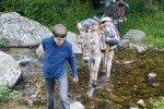Beim Wandern mit Esel ist die Motivation der Kids plötzlich kein Thema mehr. © Naturzeit Verlag