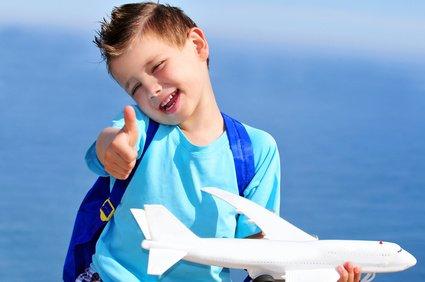 Schon Kleinkinder können beim Fliegen kräftig Meilen sammeln