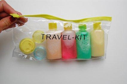 """Ein """"Travel Kit"""" für die Reise © jumedita - Fotolia.com"""