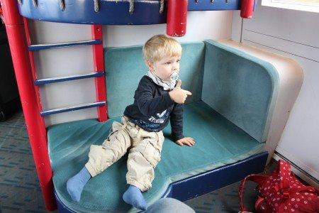 Kind im ICE-Kleinkindabteil © KidsAway