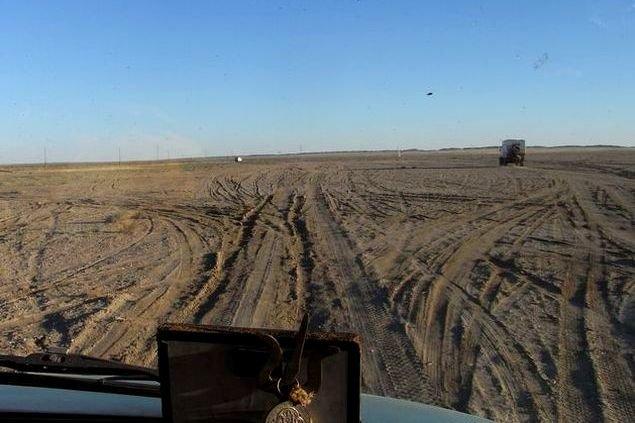 Im Konvoi über Pisten in der Mongolei. Straßen gibt es hier keine. © Morpheusreisen