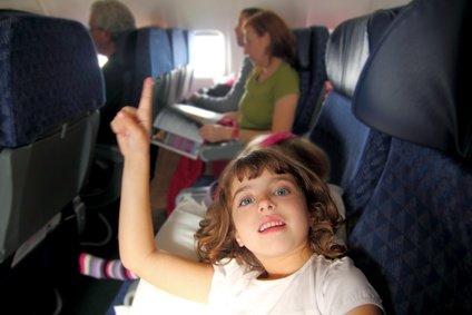 Fliegen mit Kindern: Rücksichtsnahme ist von allen Seiten gefragt, nicht nur von Seiten der (kinderlosen) Mitreisenden