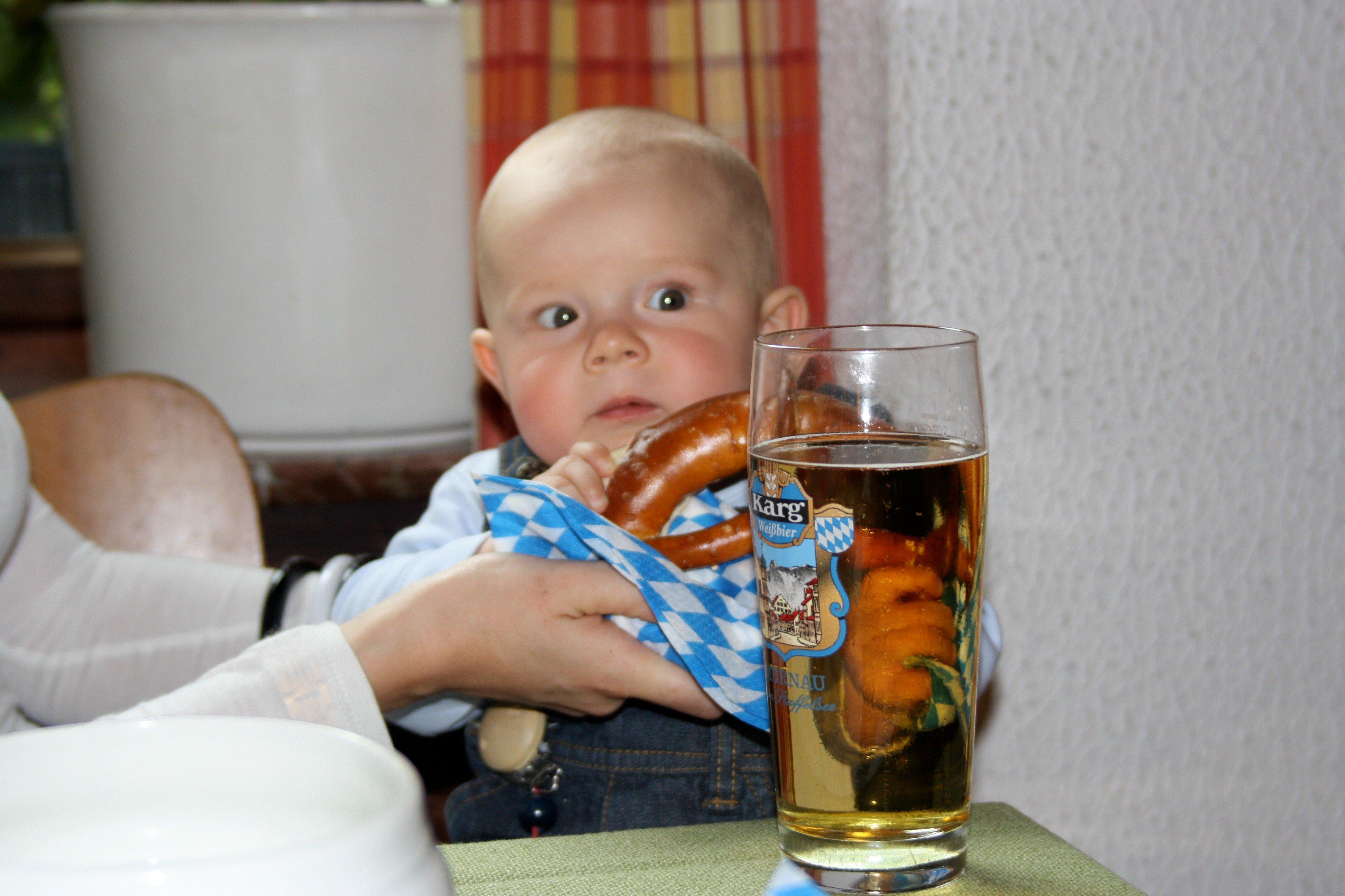 Baby auf bayerisch: Mit Brezel und Bier © Mami-in-Pumps