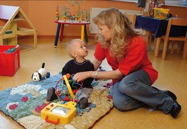 Manche Kinderhotels bieten professionelle Babybetreuung © Familotel AG