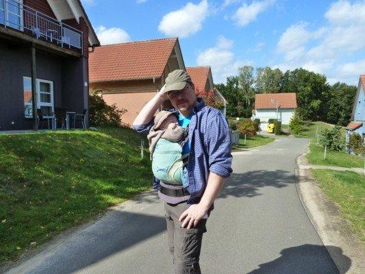 In der Ferienanlage unterwegs mit Baby