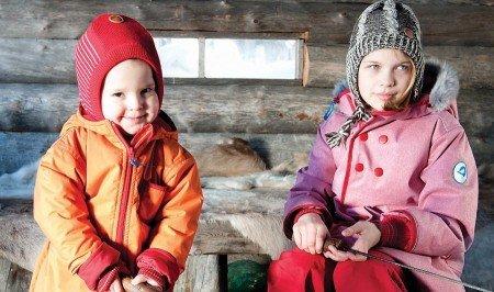 Die trendigen Schneeanzüge von Finkid sind praktisch und halten im Winter schön warm.
