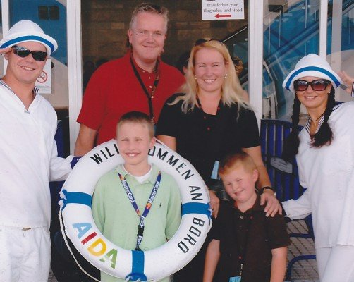 Kreuzfahrt-Expertin Christine Starmann mit Familie auf der AIDA