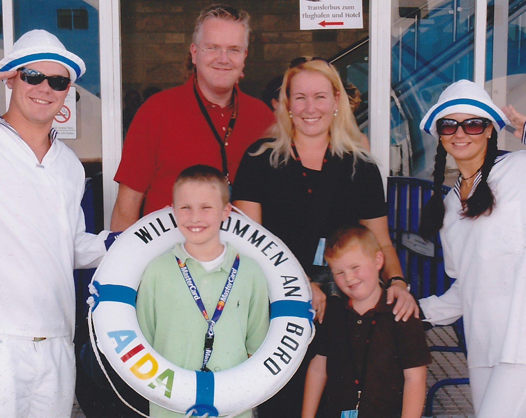 Kreuzfahrt-Expertin Christine Starmann mit Familie auf der AIDA © Kids on Cruise
