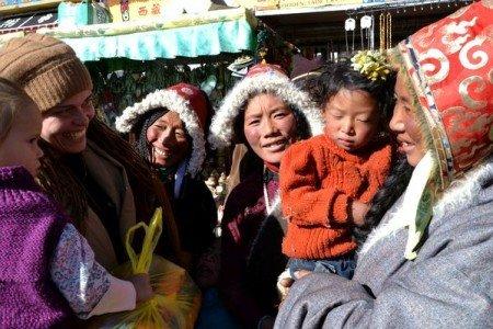 Im Gespräch mit tibetanischer Familie