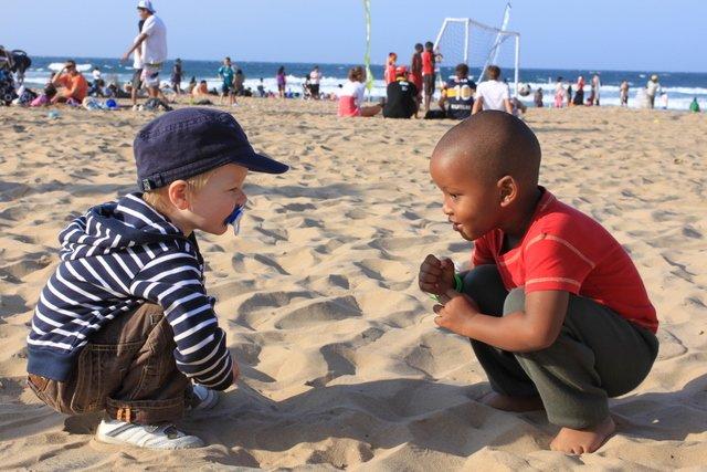 Am Strand finden sich schnell erste Freunde © Kerstin