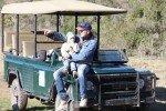 Mit dem Jeep und Kind durch die Wildnis © Kerstin