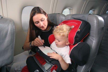 Mit Kindersitz entspannt und sicher fliegen © Kiddy
