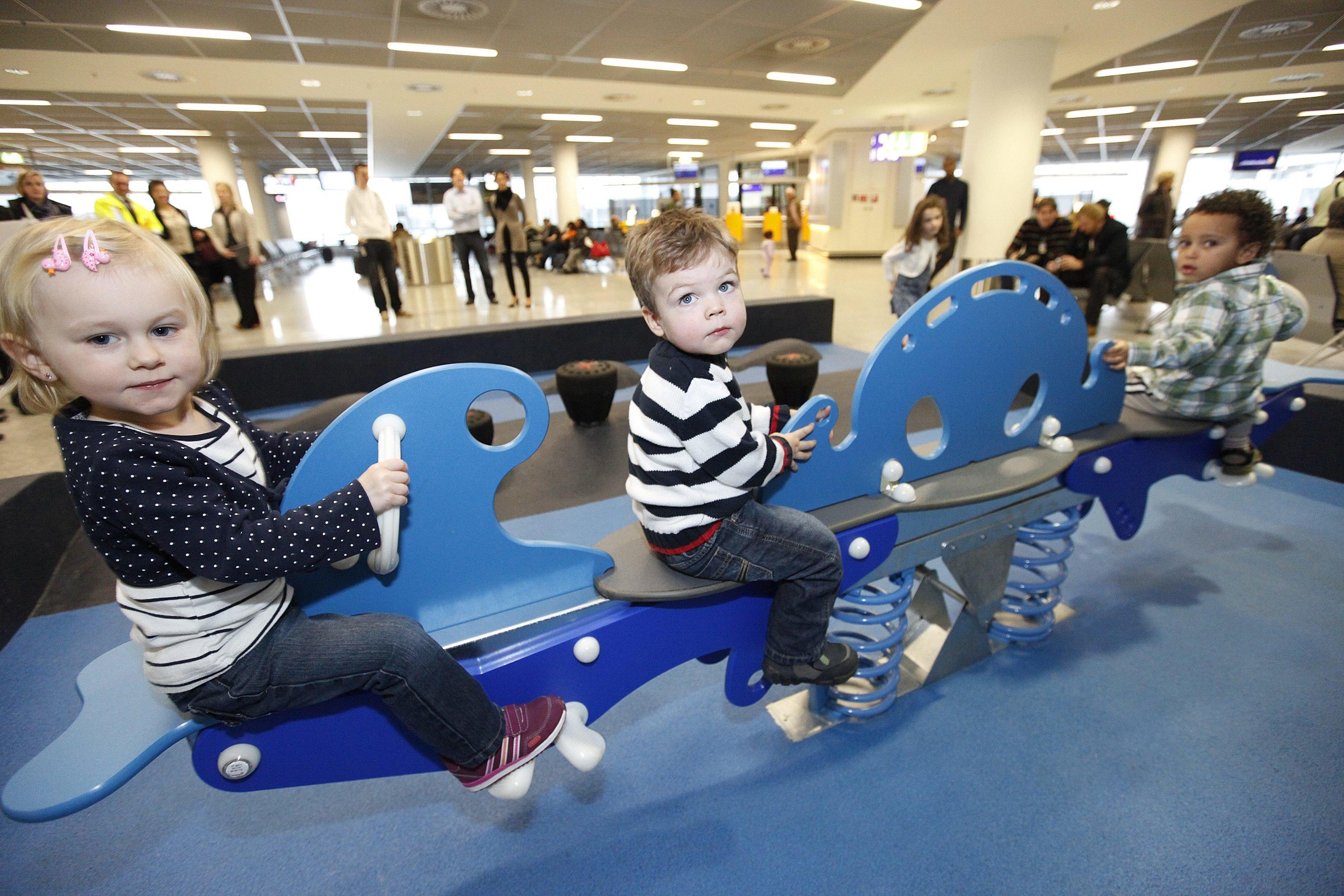 Hier spielen Kinder direkt am Gate (B-Stern Ost, Gate-Bereich B 44) © Fraport AG