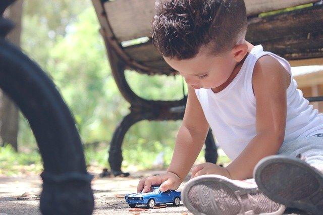 Ein schöner Urlaub mit Kind beginnt mit einer entspannten Anreise  © Pixabay