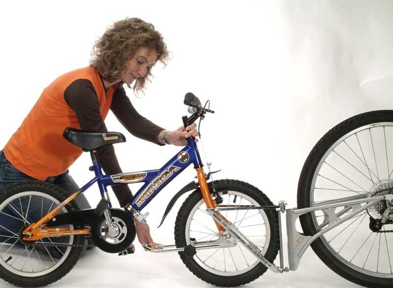 So wird die Tandemstange zwischen Kinderrad und Elternrad montiert © Followme