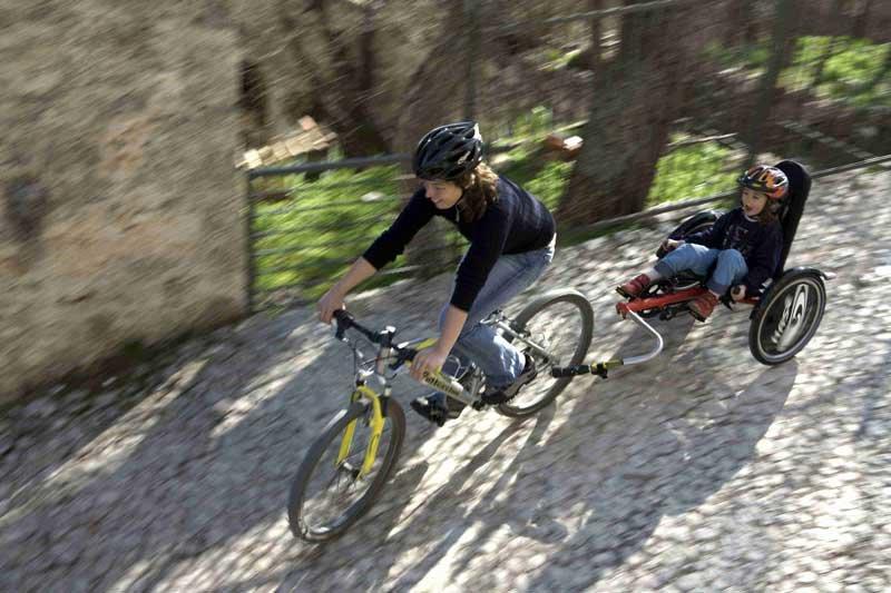 Auf dem Tret Bike kann das Kind eifrig mittreten © Hase Bikes