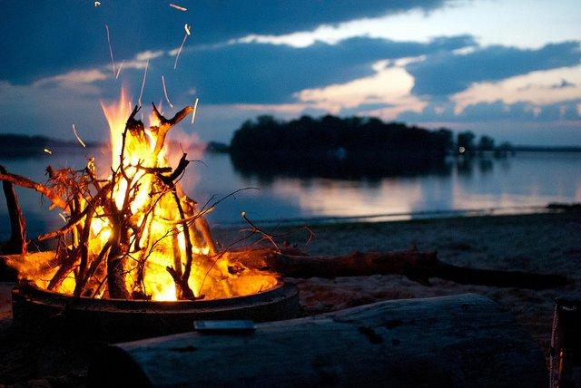 Lagerfeuer, das schönste Urlaubsritual © FlickR/Luftholen