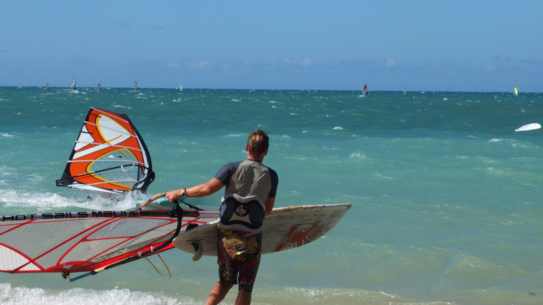 Surfen in Kanaha an der Nordküste © Aloha