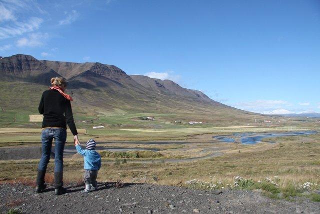 Alejandra und Sarah in Island 2012 © familiebaueraufweltreise