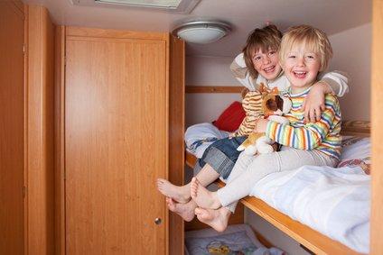 Wenig Platz, viel Spaß - Kinder brauchen keinen Luxus © contrastwerkstatt - Fotolia.com