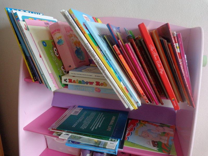 Fremde Bücher sind spannend - die eigenen Kinder freuen sich © KidsAway