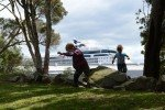 Landgang in Tauranga, Neuseeland. Im Hintergrund unser Schiff © Kerstin