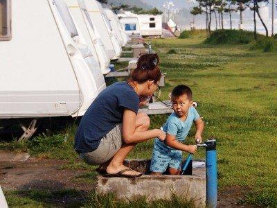 Alltagspflichten hat man auch im Wohnmobil-Urlaub © FlickR/redjef25