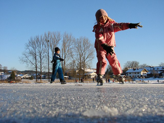 Eislaufen: Aller Anfang ist schwer © FlickR/Allie_Caulfield