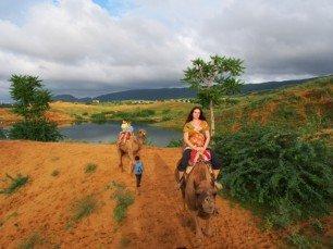 Viel besser als Schule: auf Kamelen reiten ... © Familie Lilienthal