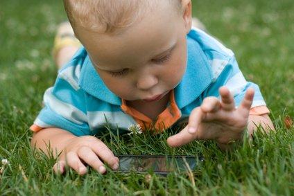 Auch die Kleinsten profitieren vom Smartphone - na ja, nicht gerade so ... © switlana_l - Fotolia.com
