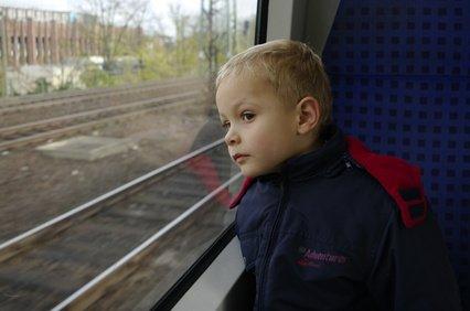 Mit der Bahn dürfen Kinder ab sechs Jahren allein fahren © IM - Fotolia.com