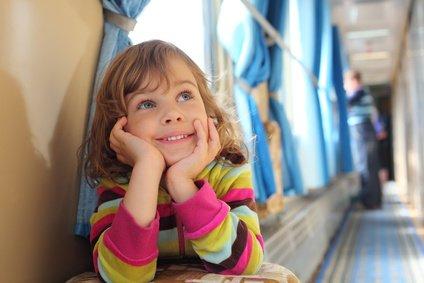 Zugfahren macht Kindern Spaß © Pavel-Losevsky - Fotolia.com
